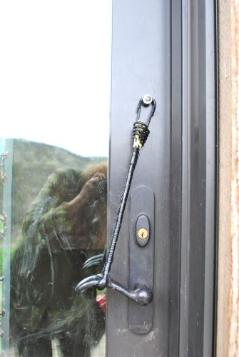 The single bungee method, but the tension was not strong enough and Gypsy could open the door.
